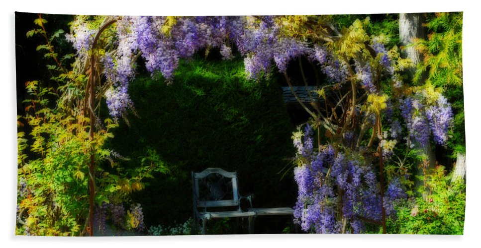 Gardens Beach Towel featuring the photograph A Place To Rest by Lynn Bauer