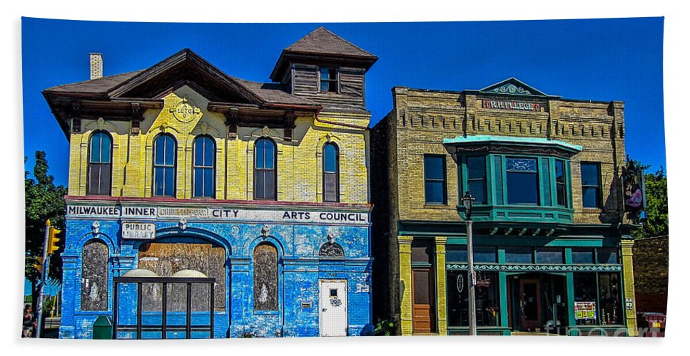 Abandoned Beach Towel featuring the photograph Abandoned Milwaukee Fire House by Tommy Anderson