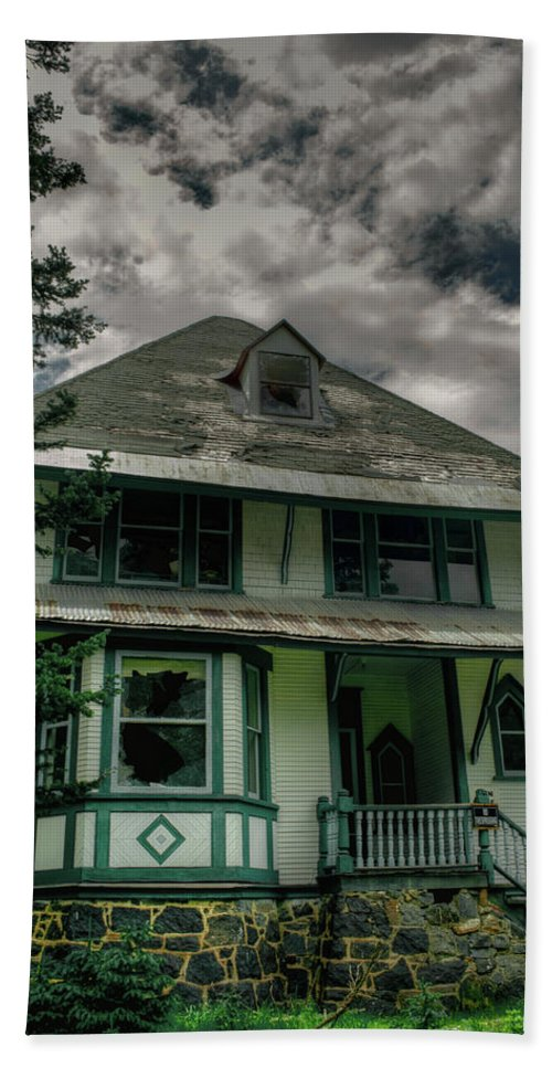 Abandoned Beach Towel featuring the photograph Abandoned Miners Boarding House by Linda Weyers