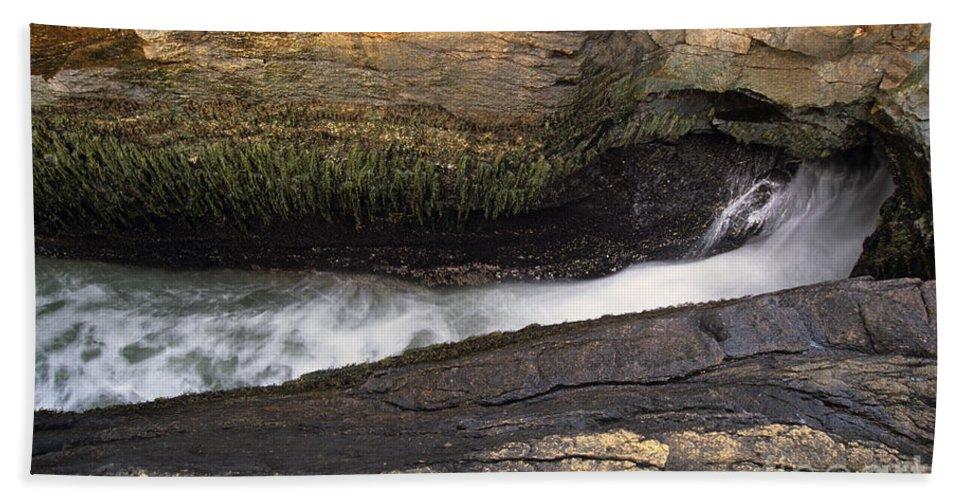 Acadia National Park Beach Towel featuring the photograph Acadia National Park - Maine Usa Thunder Hole by Erin Paul Donovan