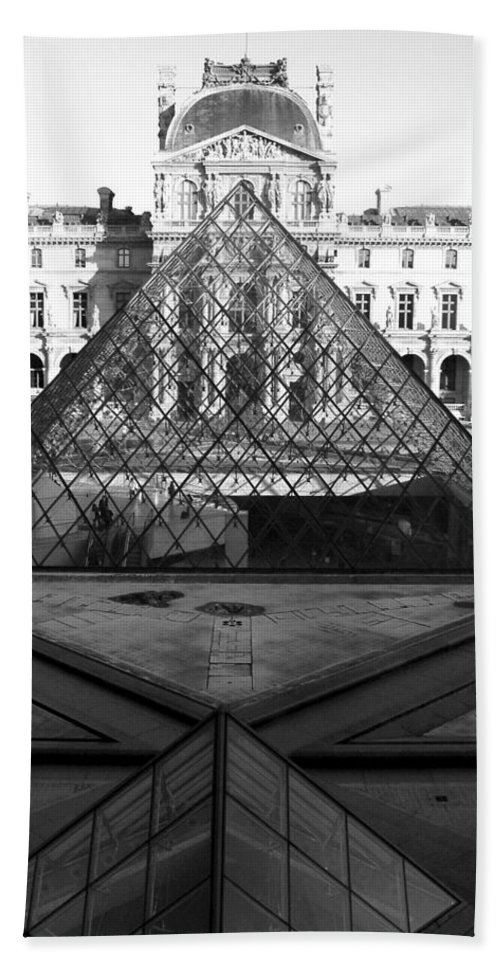 Pyramids Beach Towel featuring the photograph Aligned Pyramids At The Louvre by Donna Corless