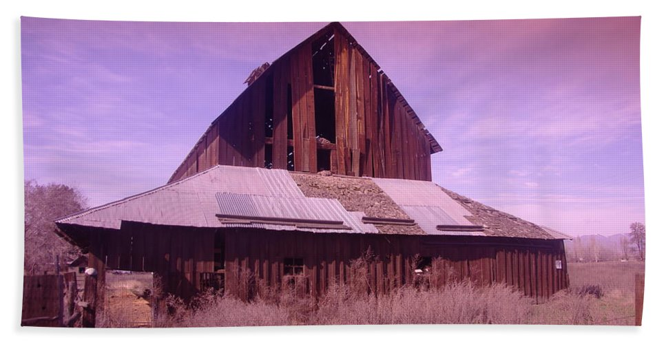 Barns Beach Towel featuring the photograph An Old Weathered Barn by Jeff Swan