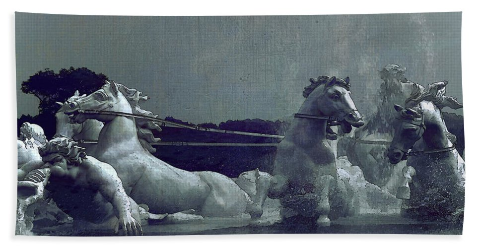 Water Beach Towel featuring the photograph Apollo Fountain by Ming-Jer Wu