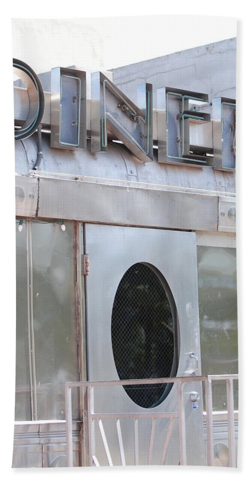 Architecture Beach Sheet featuring the photograph Art Deco Diner by Rob Hans