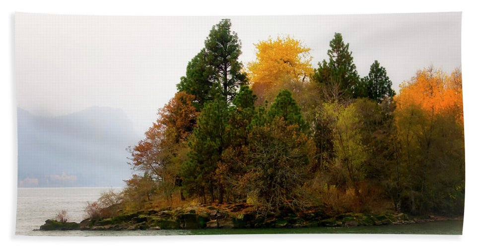 Beach Towel featuring the photograph Autumn On The Columbia by Albert Seger