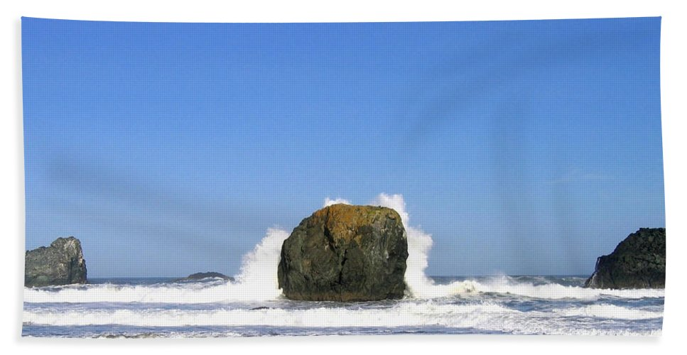 Bandon Beach Towel featuring the photograph Bandon 14 by Will Borden