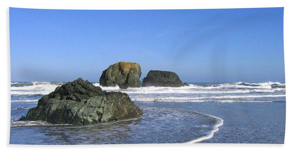 Bandon 5 Beach Towel featuring the photograph Bandon 5 by Will Borden