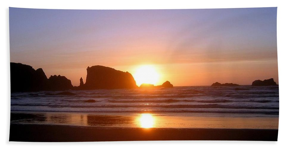 Bandon Beach Sheet featuring the photograph Bandon 7 by Will Borden
