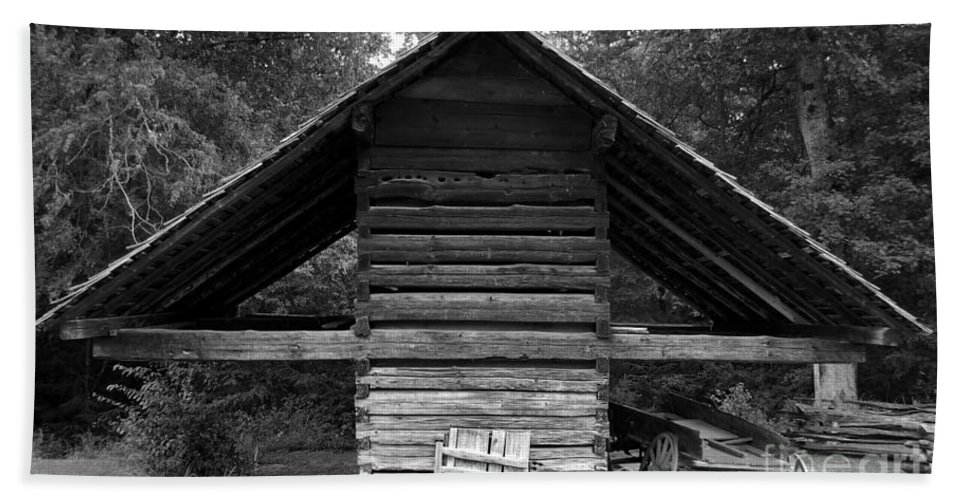 Barn Beach Sheet featuring the photograph Barn And Wagon by David Lee Thompson