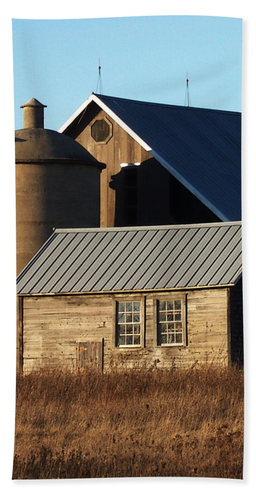 Barn Beach Towel featuring the photograph Barn At 57 And Q by Tim Nyberg
