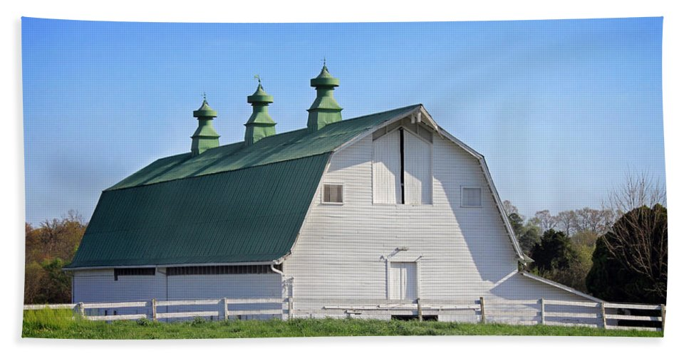 Landscape Beach Towel featuring the photograph Barn by Todd Blanchard