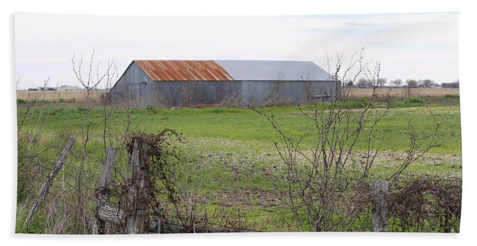 Landscape Beach Towel featuring the photograph Barn4 by Jeff Downs