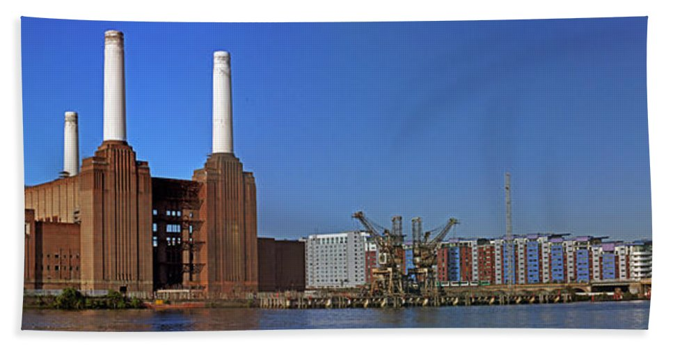 Battersea Power Station Beach Towel featuring the photograph Battersea To Chelsea by Doug Mcrae