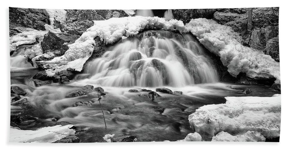 Waterfall Beach Towel featuring the photograph Bear's Den Waterfall by Rob Davies
