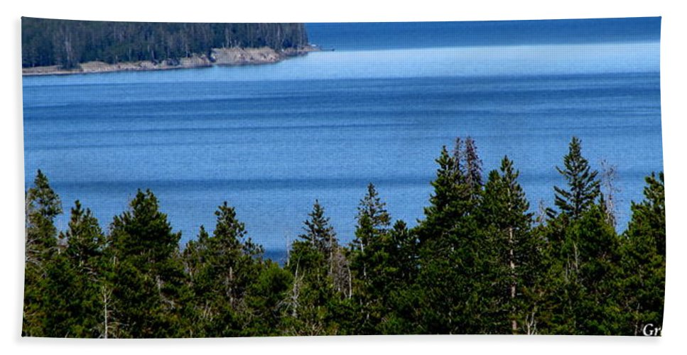 Patzer Beach Towel featuring the photograph Bend In Columbia by Greg Patzer
