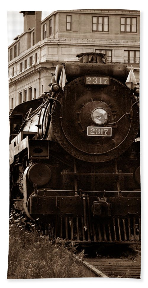 Canadian Pacific Railway Beach Towel featuring the photograph Big Boy... by Arthur Miller