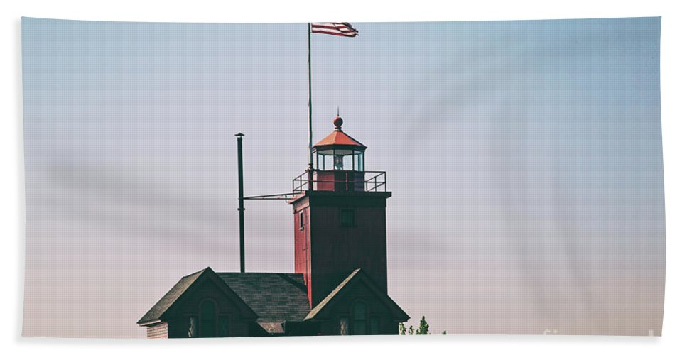 Lighthouse Beach Towel featuring the photograph Big Red Lighthouse by Scott Pellegrin