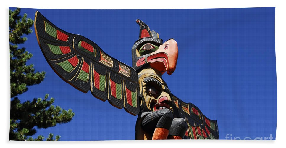 Totem Pole Beach Towel featuring the photograph Blue Sky Totem by David Lee Thompson