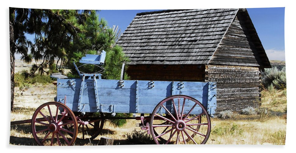 Wagon Beach Towel featuring the photograph Blue Wagon by David Lee Thompson