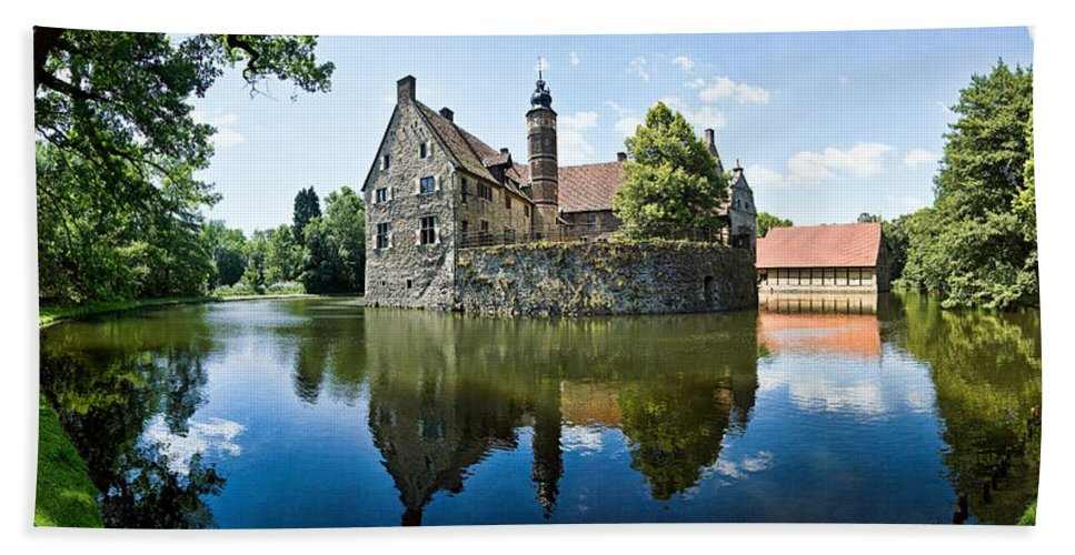 Burg Vischering Beach Towel featuring the photograph Burg Vischering by Dave Bowman