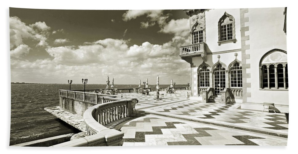 Ringling Beach Towel featuring the photograph Ca D'zan Mansion by Mal Bray