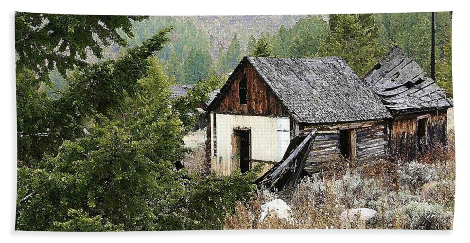 Cabin Beach Towel featuring the photograph Cabin In Need Of Repair by Nelson Strong