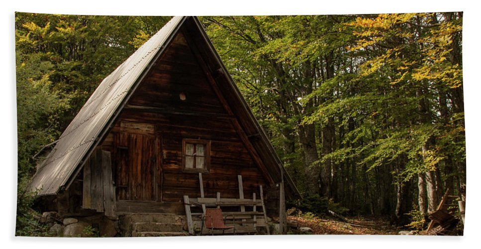 Cabin Beach Towel featuring the photograph Cabin In The Woods by Julian Regan
