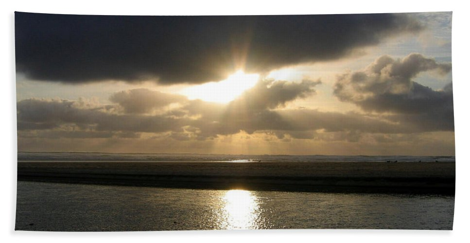 Sunburst Beach Towel featuring the photograph Cannon Beach Sunburst by Will Borden