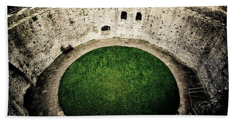 Cardiff Castle Beach Towel featuring the photograph Cardiff Inner Keep by Scott Sawyer