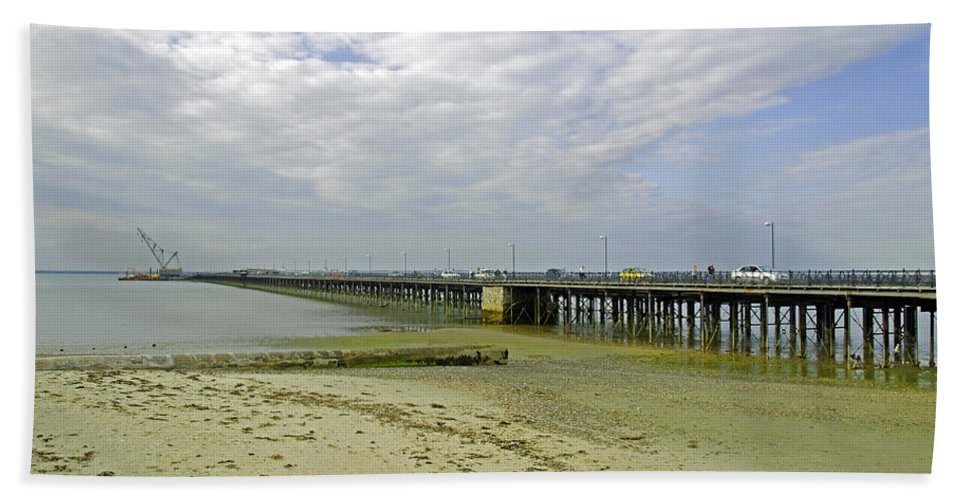 Ryde Beach Towel featuring the photograph Cars Travelling On Ryde Pier by Rod Johnson