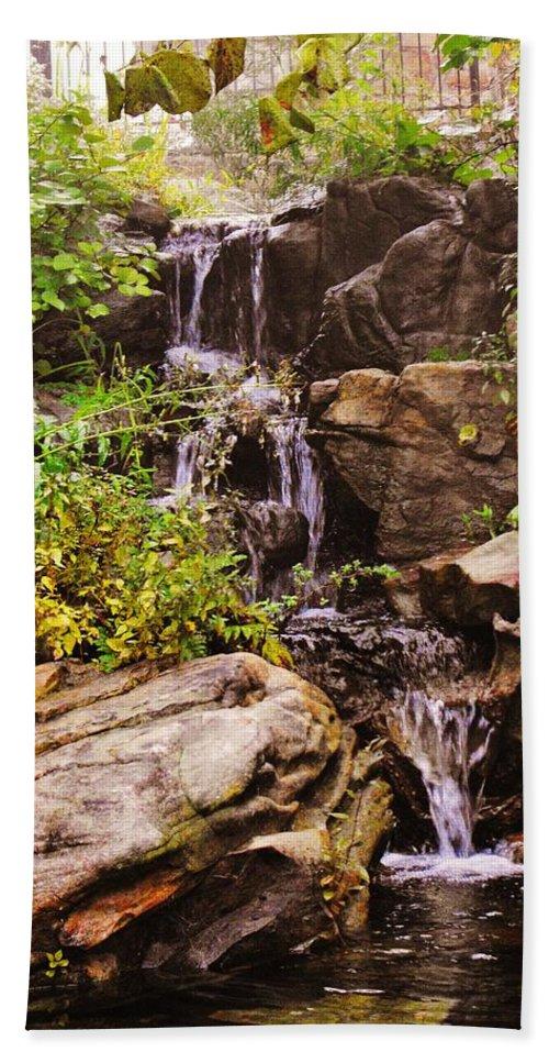 Rock City Beach Towel featuring the photograph Cascades N Pool by Lori Mahaffey