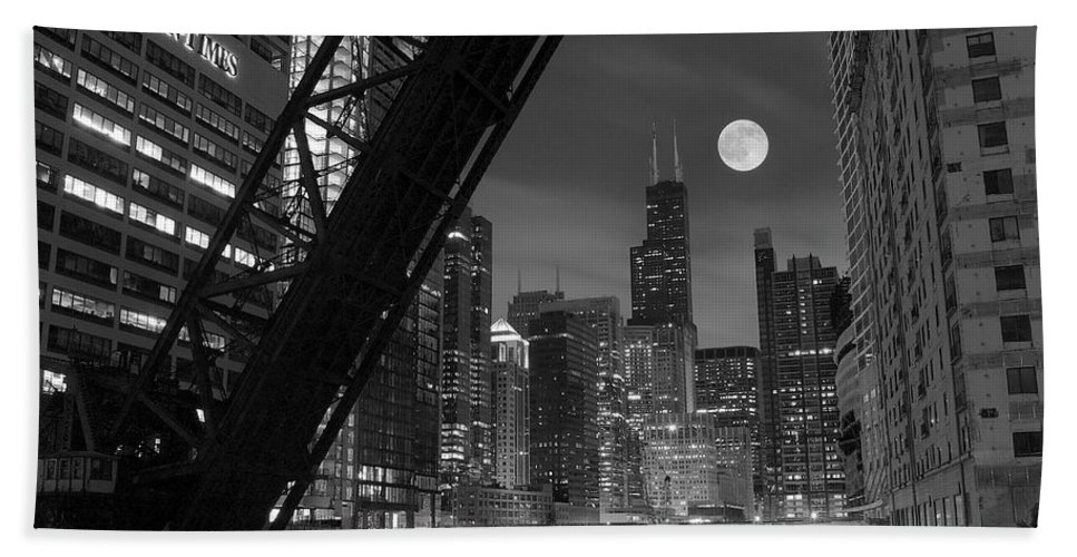 Chicago Beach Towel featuring the photograph Chicago Pride Of Illinois by Frozen in Time Fine Art Photography