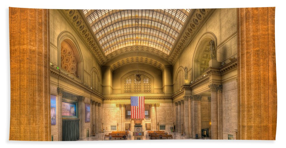 Chicago Beach Towel featuring the photograph Chicagos Union Station by Steve Gadomski