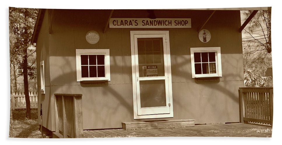 Scenic Tours Beach Towel featuring the photograph Clara's Sandwich Shop by Skip Willits