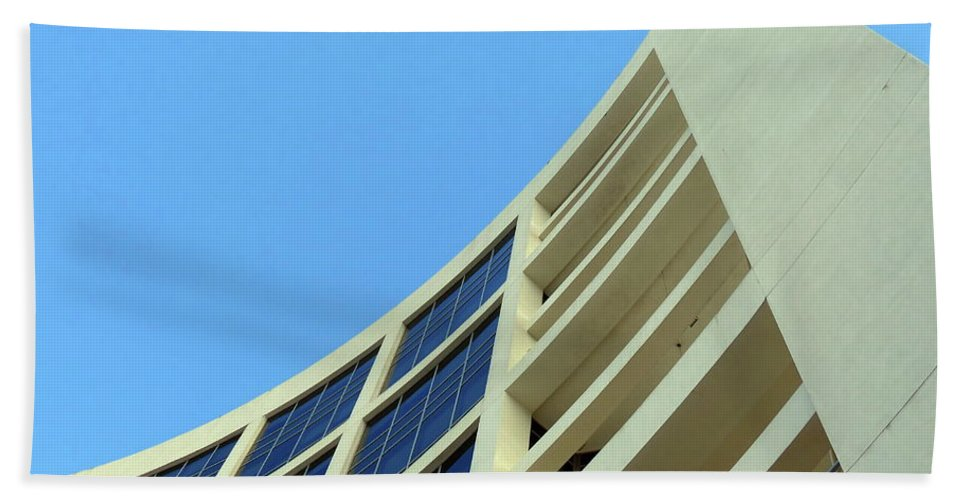Building.modern Architecture Beach Towel featuring the photograph Clean Lines by Carlos Amaro