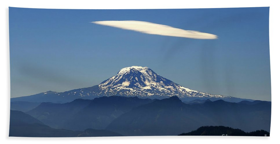 Mount Adams Beach Towel featuring the photograph Cloud Over Adams by David Lee Thompson