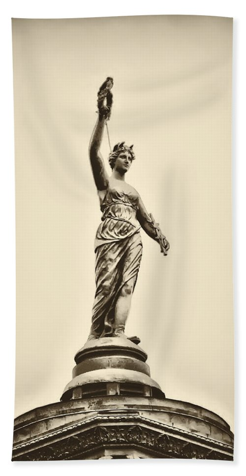 Philadelphia Beach Towel featuring the photograph Columbia Statue Atop Memorial Hall by Bill Cannon