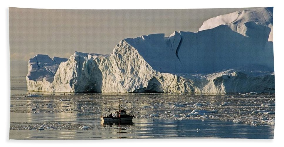 Greenland Beach Towel featuring the photograph Coming Home - Greenland by Juergen Weiss