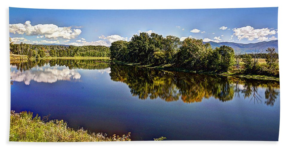Park Beach Towel featuring the photograph Connecticut River by Deborah Klubertanz