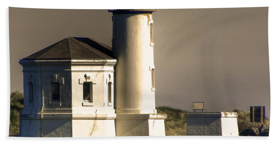 Oregon Coast Beach Towel featuring the photograph Coquille River Lighthouse by Lee Santa