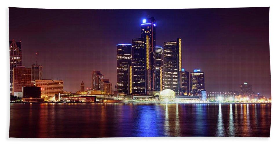Detroit Beach Towel featuring the photograph Detroit Skyline 4 by Gordon Dean II
