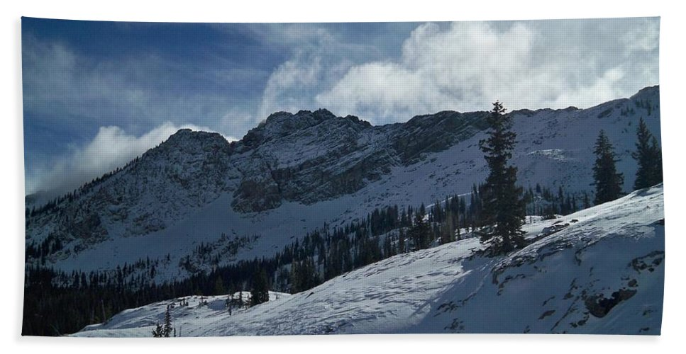 Ski Beach Towel featuring the photograph Devils Castle Morning Light by Michael Cuozzo