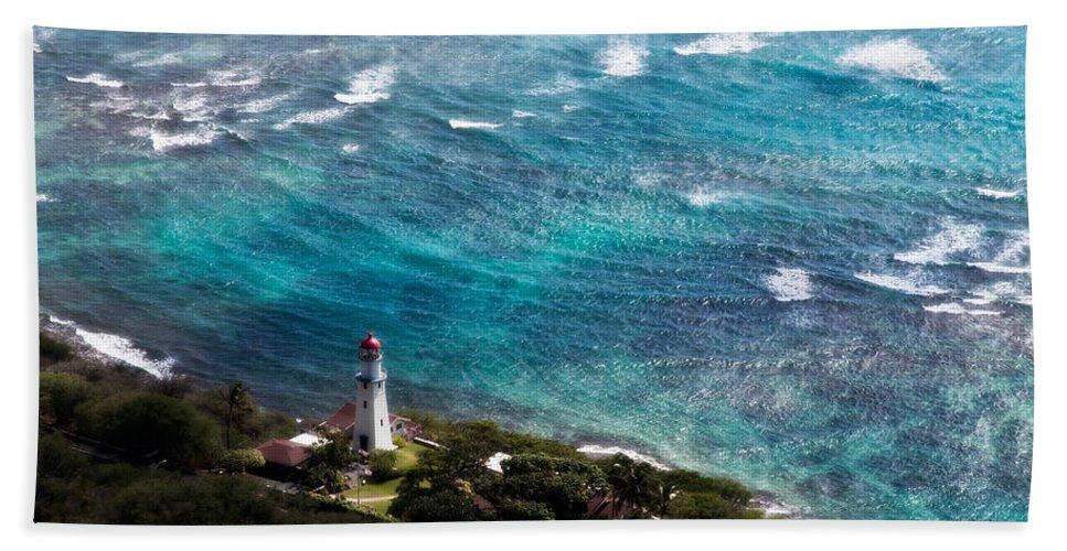 Diamond Head Beach Towel featuring the photograph Diamond Head Lighthouse by Steven Sparks
