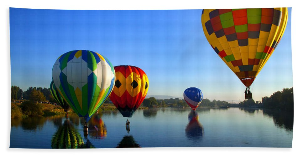 Balloon Beach Towel featuring the photograph Dip And Go by Mike Dawson