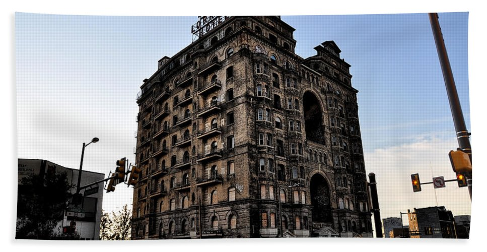 Ruins Beach Towel featuring the photograph Divine Lorraine Hotel by Bill Cannon