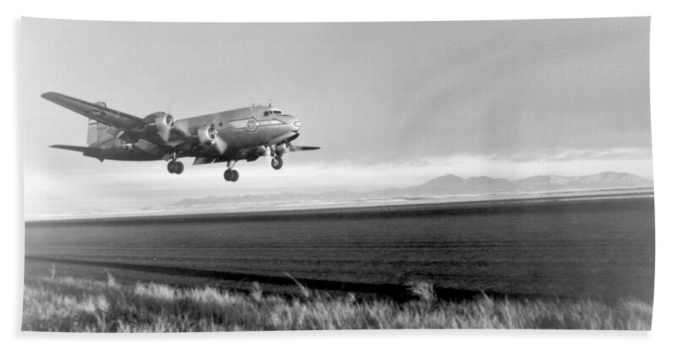Science Beach Towel featuring the photograph Douglas C-54 Skymaster, 1940s by Science Source