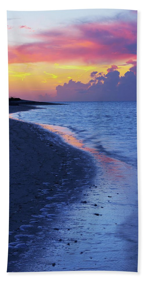 Draw Beach Towel featuring the photograph Draw by Chad Dutson