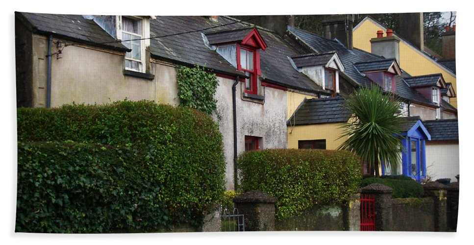 Ireland Beach Towel featuring the photograph Dunmore Houses by Tim Nyberg