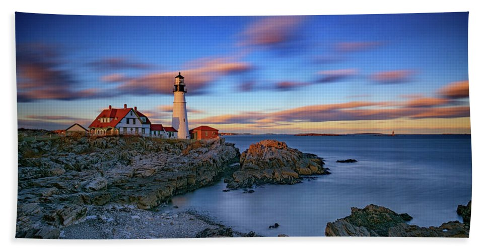 Portland Head Lighthouse Beach Sheet featuring the photograph Dusk At Portland Head Lighthouse by Rick Berk