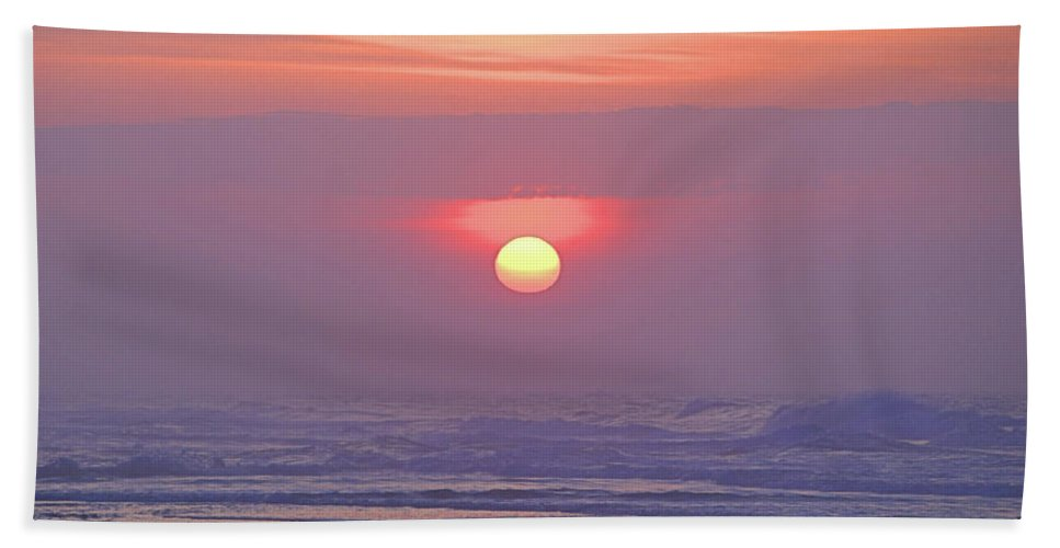 Seas Beach Towel featuring the photograph Easter Sunrise by Newwwman